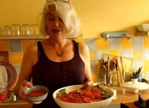 Une salade et sa sauce à la mangue