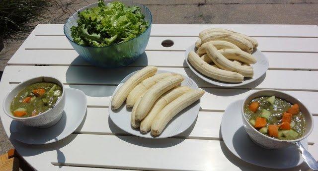 repas midi, bananes et salade