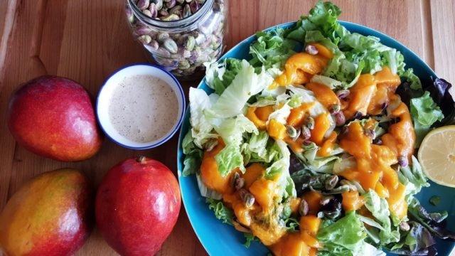 salade à la mangue et pistaches