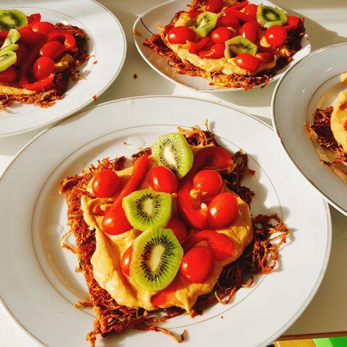 pizza crue à l'avocat et au kiwi