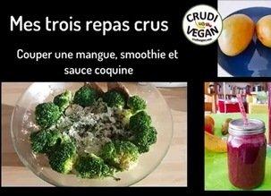 Mes trois repas crus filmés, comment couper une mangue, un smoothie vert et une sauce coquine, parmesan végétal