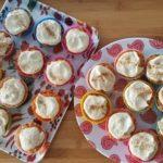 Cupcakes crus oranges au glaçage blanc – sans œuf, sans lait, sans farine !