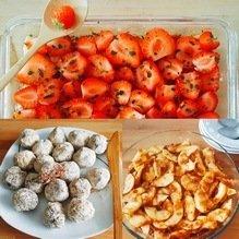 3 desserts crus : clafoutis aux pommes, tarte pomme-fraises et bouchées maca-cacao-chia