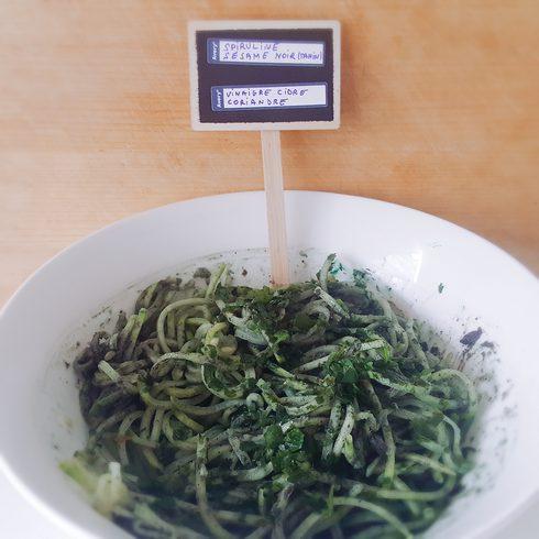 spaghetti au sésame noir