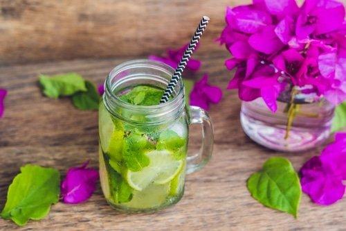 fruits et eau pour être en bonne santé